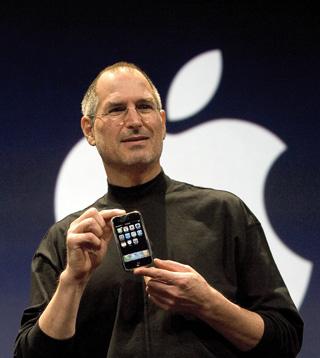 Steve Jobs zeigt das iPhone